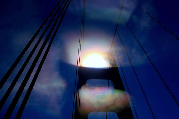On the edge-600-Iridescent_fog_at_Golden_Gate_Bridge